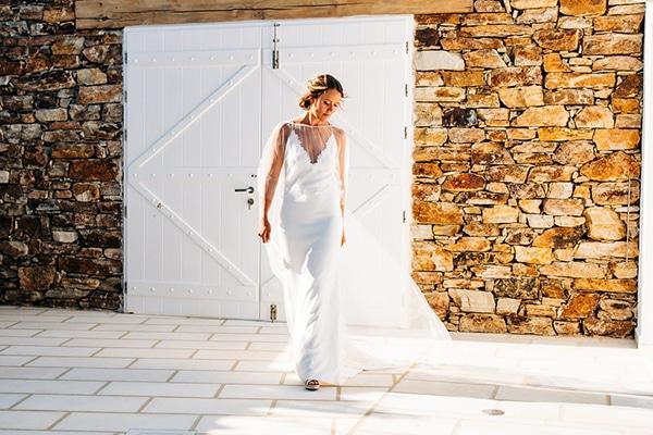 summer-destination-wedding-fuchsia-bougainvillea_11