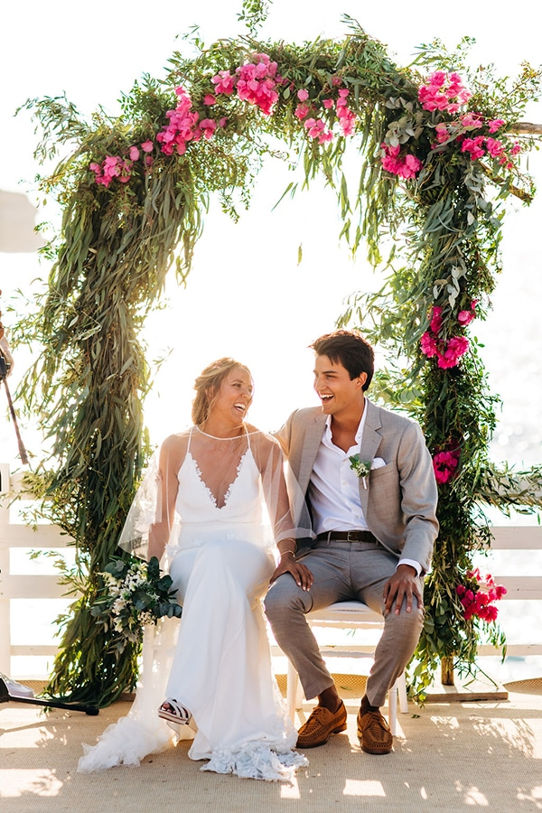 summer-destination-wedding-fuchsia-bougainvillea_22