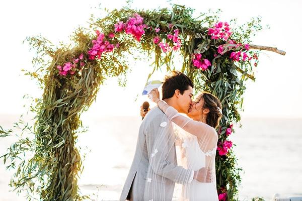 summer-destination-wedding-fuchsia-bougainvillea_29