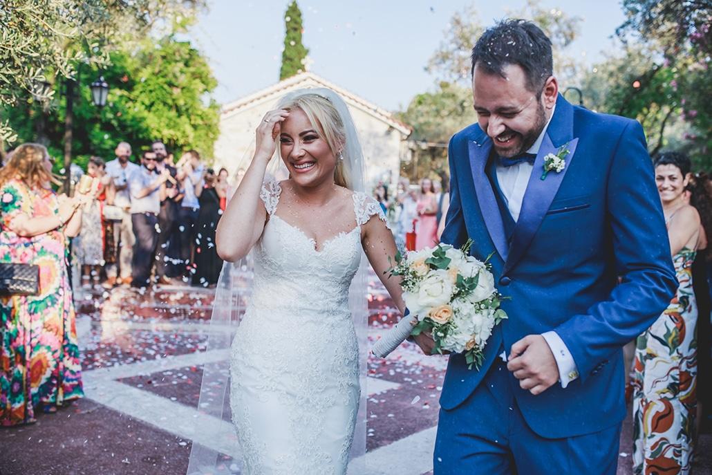 Καλοκαιρινός γάμος στον Πύργο Πετρέζα με πλούσιες γιρλάντες λουλουδιών και ρομαντική ατμόσφαιρα │ Γιούλη & Γιώργος