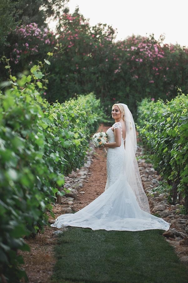 summer-wedding-pyrgos-petreza-lush-floral-romantic-vibe_03