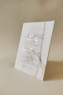 Elegant προσκλήσεις γάμου από Charisis Lux Prints Lux Prints με χρυσές λεπτομέρειες