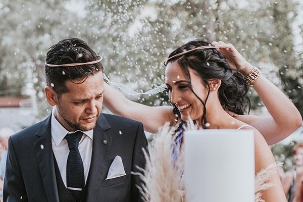 Υπέροχος καλοκαιρινός γάμος στην Αθήνα με κοραλί πινελιές και μποέμ λεπτομέρειες │ Bούλα & Σπύρος
