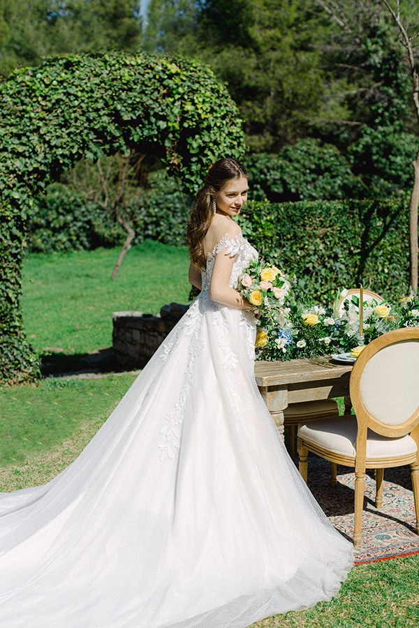 dreamy-rustic-elegant-styled-shoot-stunning-wedding-dresses_01x
