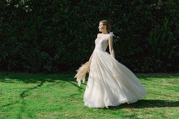 dreamy-rustic-elegant-styled-shoot-stunning-wedding-dresses_05z