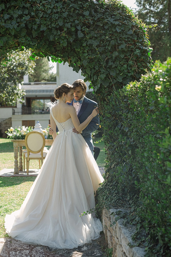 dreamy-rustic-elegant-styled-shoot-stunning-wedding-dresses_11x