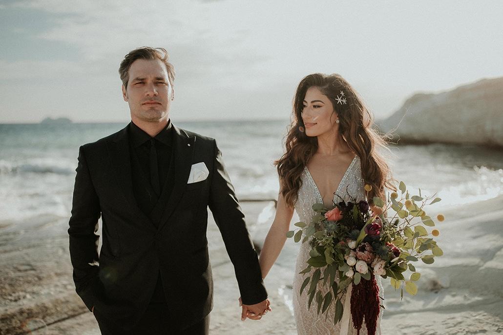 Elegant φθινοπωρινός γάμος στη Λεμεσό με πλούσιο ανθοστολισμό στα χρώματα του coral, κόκκινου και πράσινου │Μαρία & Μιχάλης