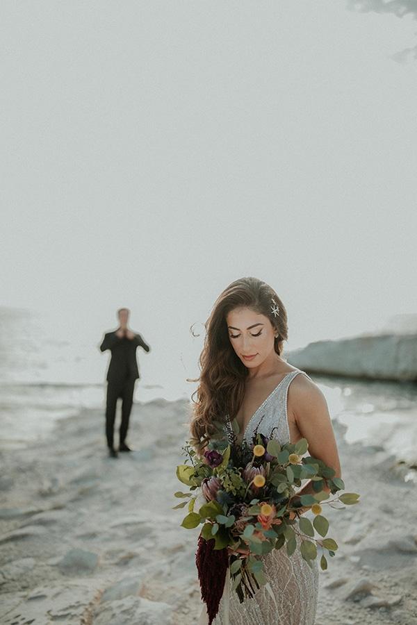 elegant-fall-wedding-limassol-floral-design-coral-red-green-colors_02