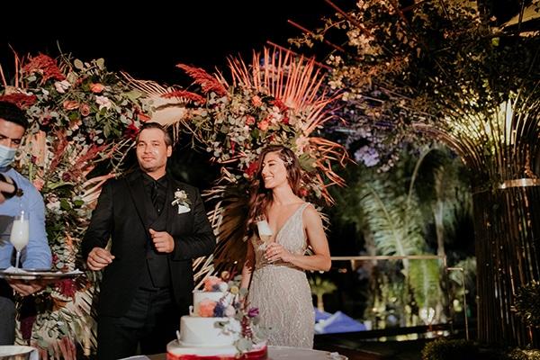 elegant-fall-wedding-limassol-floral-design-coral-red-green-colors_32
