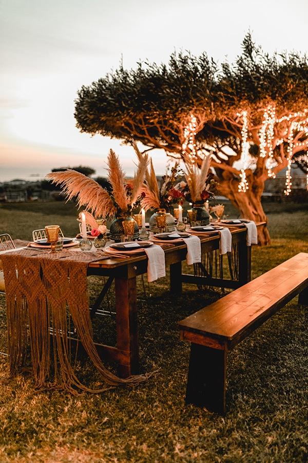 Bohemian στολισμός γαμήλιου τραπεζιού με εντυπωσιακά pampas grass