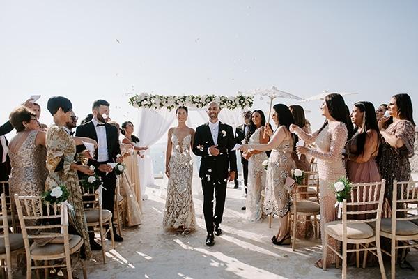 Μαγευτικός γάμος στη Σαντορίνη με ρομαντικό ανθοστολισμό και ένα αξέχαστο γαμήλιο πάρτι │ Gayana & Steve