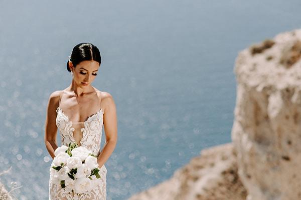 magical-wedding-Santorini-romantic-floral-design-unforgetable-wedding-party_01x