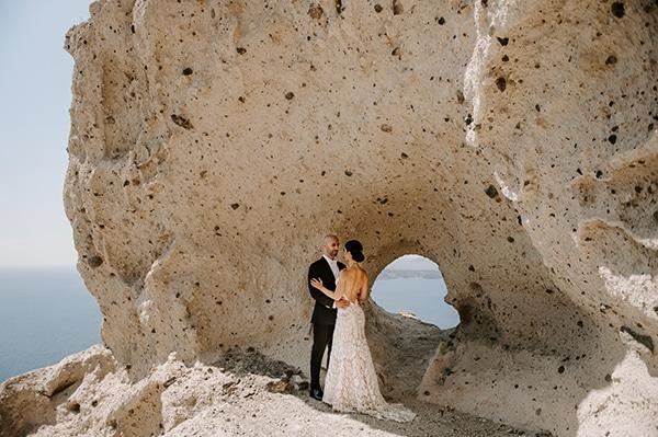 magical-wedding-Santorini-romantic-floral-design-unforgetable-wedding-party_02x