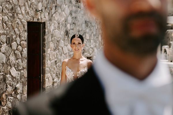 magical-wedding-Santorini-romantic-floral-design-unforgetable-wedding-party_08