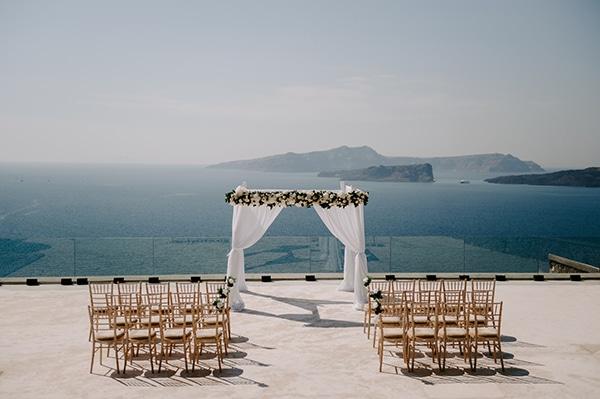 magical-wedding-Santorini-romantic-floral-design-unforgetable-wedding-party_09