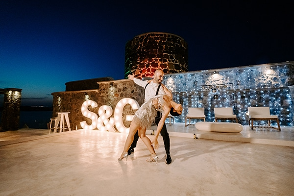 magical-wedding-Santorini-romantic-floral-design-unforgetable-wedding-party_41