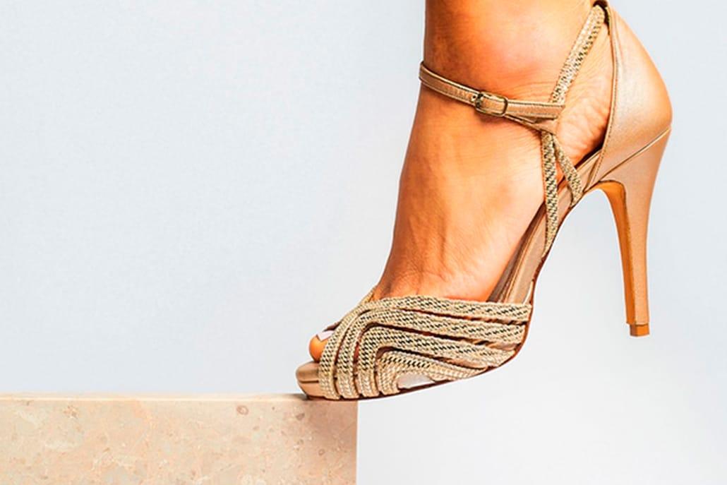 Μοντέρνα σχέδια για νυφικά παπούτσια από Panos Papadopoulos Shoe Designer που θα δώσουν λάμψη στην εμφάνισή σας
