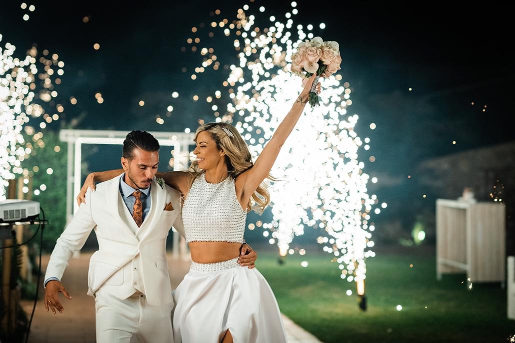 Ρομαντικός καλοκαιρινός γάμος στην Αθήνα με ένα αξέχαστο γαμήλιο πάρτι στο κτήμα Απέραντο Γαλάζιο│Κλαίρη & Στέφανος