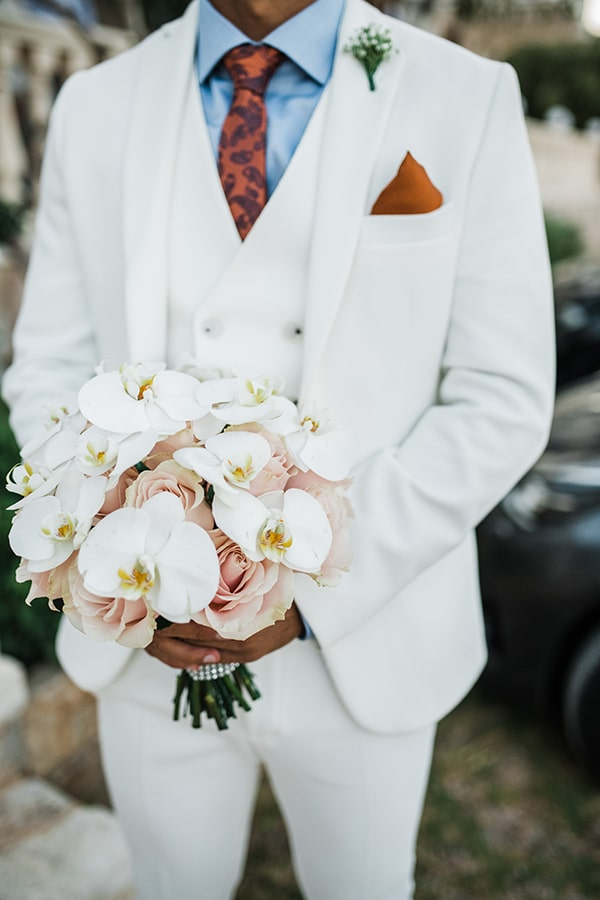 Ρομαντική νυφική ανθοδέσμη με ορχιδέες και τριαντάφυλλα σε απαλές ροζ αποχρώσεις