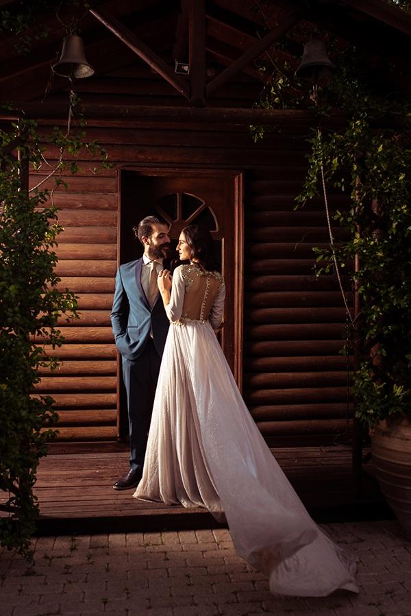 romantic-summer-wedding-athens-roses-red-white-tones_03