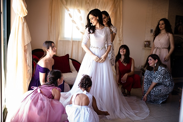 romantic-summer-wedding-athens-roses-red-white-tones_05