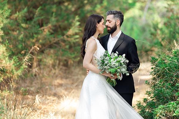 Ρομαντικός καλοκαιρινός γάμος στην Αθήνα με λευκά – ροζ τριαντάφυλλα και πλούσιες πρασινάδες │ Ελευθερία & Νίκος