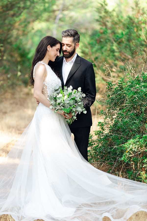 romantic-summer-wedding-athens-white-pink-roses-lots-of-greenery_01