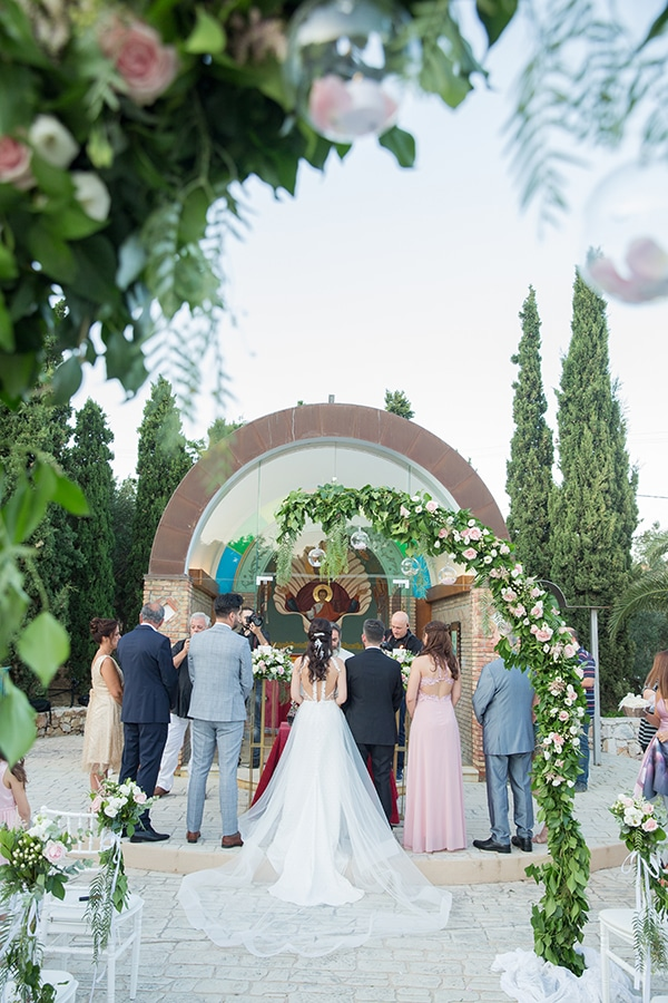 romantic-summer-wedding-athens-white-pink-roses-lots-of-greenery_13