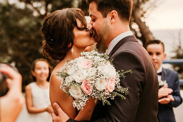 romantic-summer-wedding-samos-baby-breath-roses-white-pink-tones_09