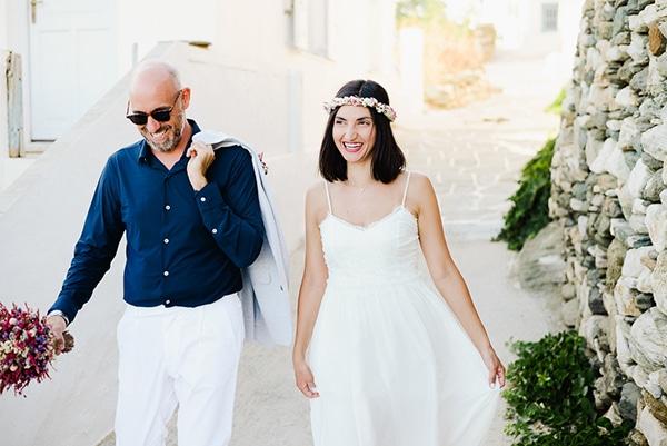 romantic-summer-wedding-sifnos-flowers-fuchsia-purple-touches_02