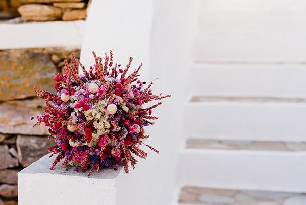 romantic-summer-wedding-sifnos-flowers-fuchsia-purple-touches_06