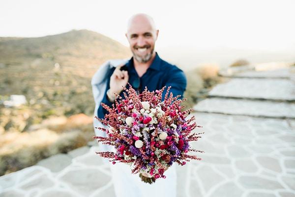 romantic-summer-wedding-sifnos-flowers-fuchsia-purple-touches_15