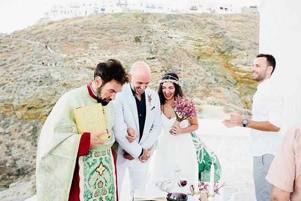 romantic-summer-wedding-sifnos-flowers-fuchsia-purple-touches_24