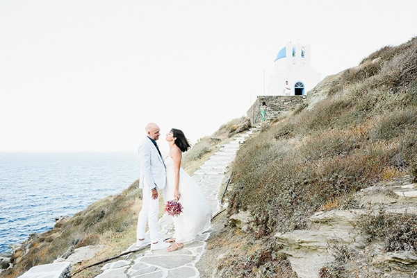 romantic-summer-wedding-sifnos-flowers-fuchsia-purple-touches_33