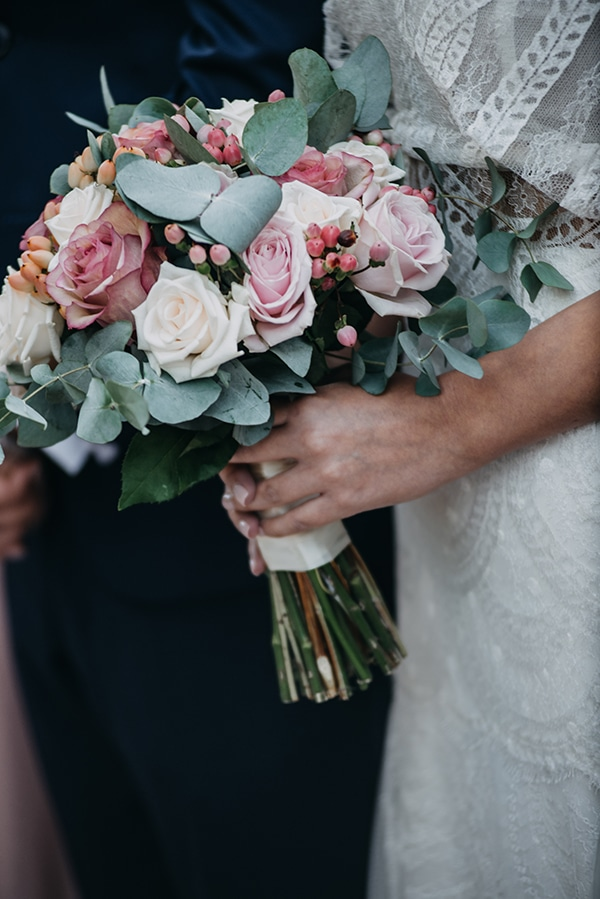 rustic-summer-wedding-athens-roses-white-dusty-pink-hues_02