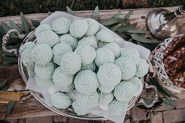 rustic-summer-wedding-athens-roses-white-dusty-pink-hues_13
