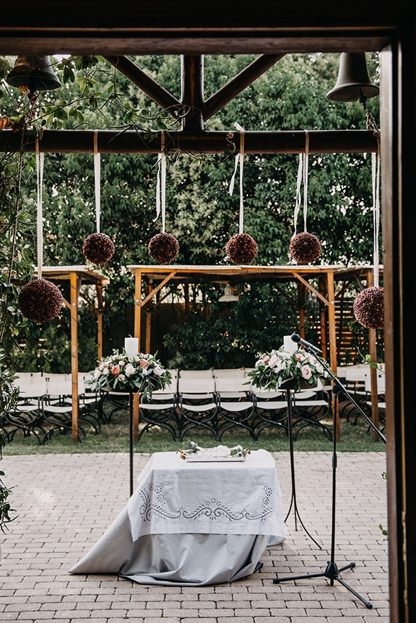 rustic-summer-wedding-athens-roses-white-dusty-pink-hues_15