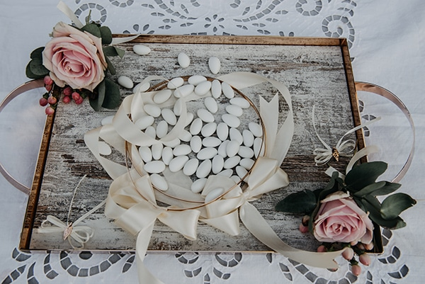rustic-summer-wedding-athens-roses-white-dusty-pink-hues_16