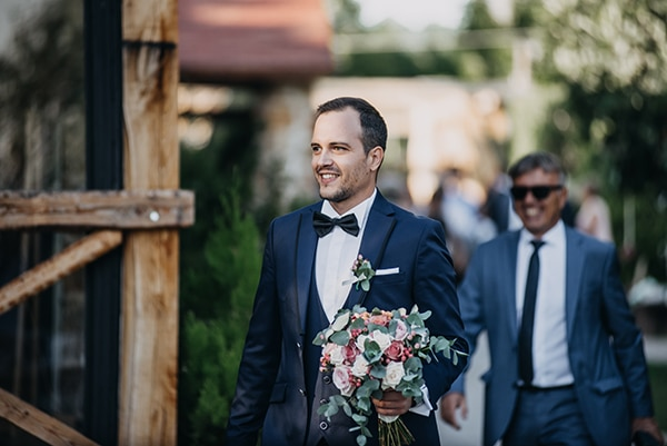 rustic-summer-wedding-athens-roses-white-dusty-pink-hues_19