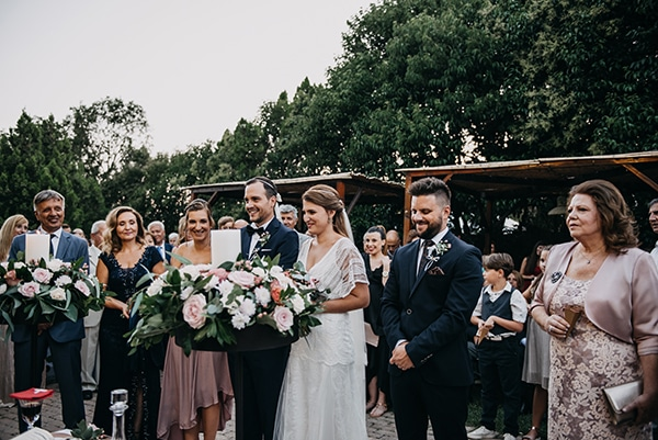 rustic-summer-wedding-athens-roses-white-dusty-pink-hues_26