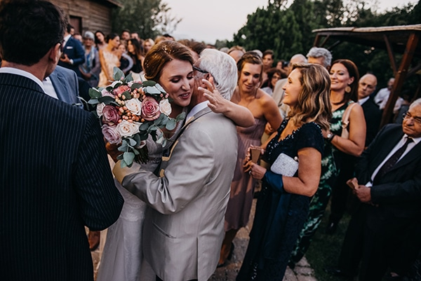 rustic-summer-wedding-athens-roses-white-dusty-pink-hues_27