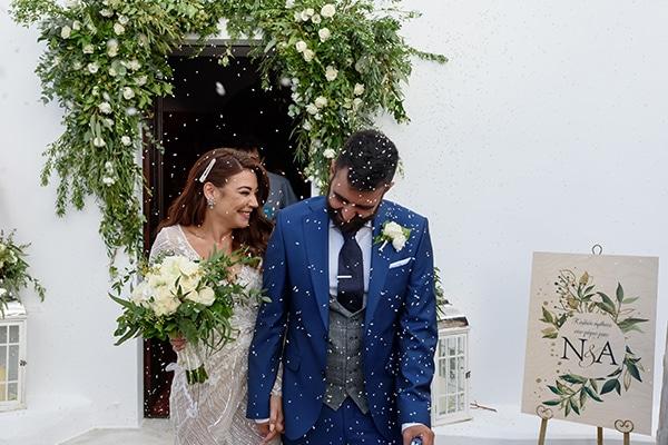 Ένας υπέροχος φθινοπωρινός γάμος στην πανέμορφη Σαντορίνη με ελιά και λευκά τριαντάφυλλα │ Άννα & Νίκος