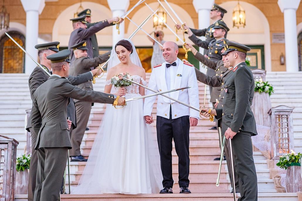 Καλοκαιρινός στρατιωτικός γάμος στην Αθήνα με πλούσιο ανθοστολισμό και ρομαντικές λεπτομέρειες │ Βούλα & Γιάννης