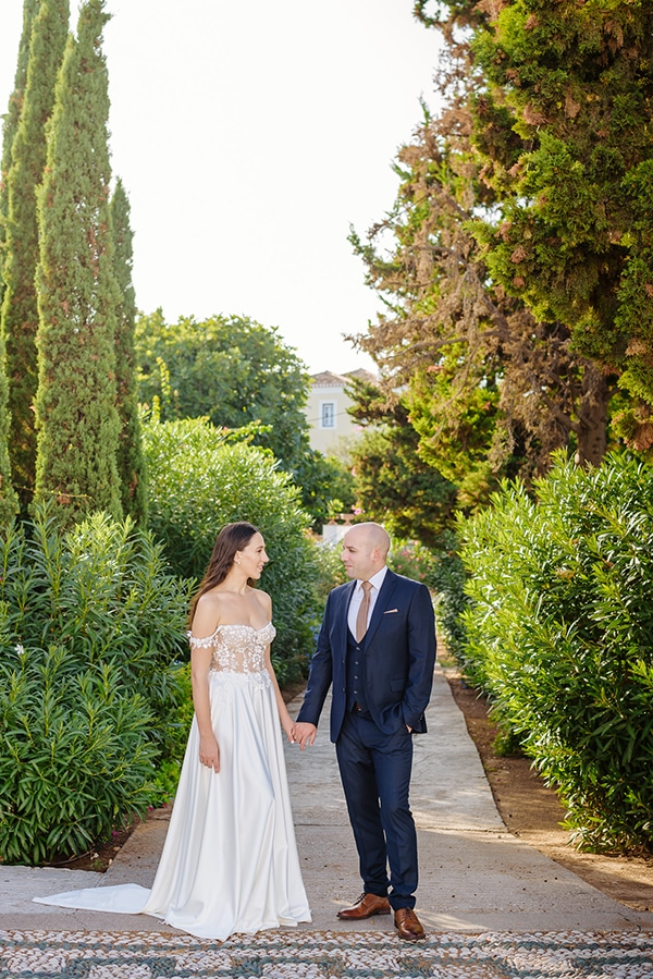summer-military-wedding-athens-lush-floral-design-romantic-details_02x