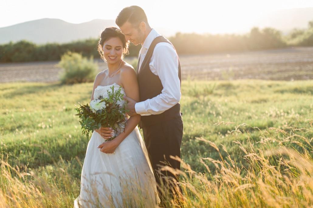 Καλοκαιρινός γάμος στην Αθήνα με μποέμ στοιχεία και γυψοφίλη │ Κωνσταντίνα & Ζώης