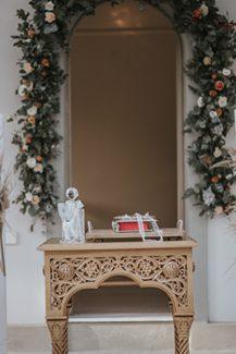 Ρομαντικός στολισμός λαμπάδων εκκλησίας με μποεμ πινελιές