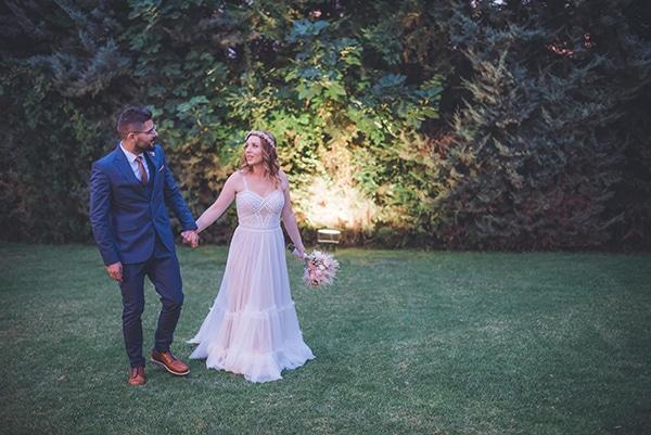 bohemian-summer-wedding-athens-pampas-grass-roses-pink-coral-hues_02x