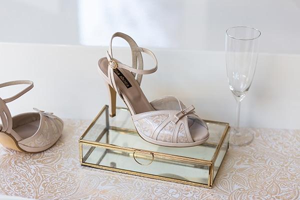 Κομψά νυφικά παπούτσια με ρομαντικές παστέλ αποχρώσεις και θηλυκές λεπτομέρειες