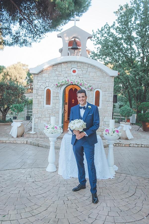 Ρομαντικές λαμπάδες γάμου σε λευκό χρώμα διακοσμημένες με λευκές και ροζ ορτανσίες και τριαντάφυλλα