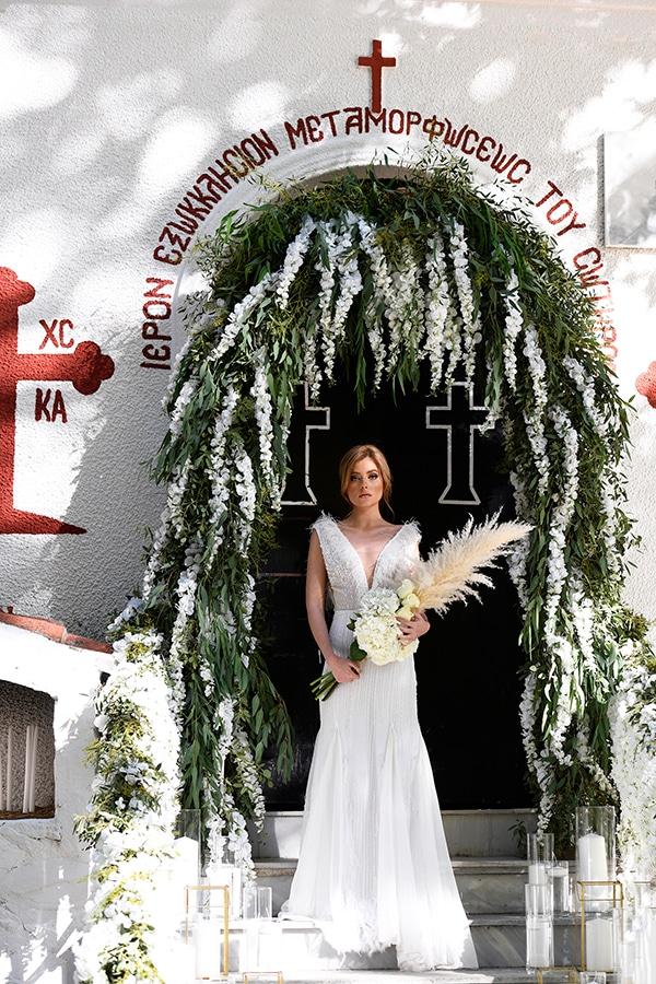 fairytale-styled-photoshoot-wedding-dresses-lush-florals_04